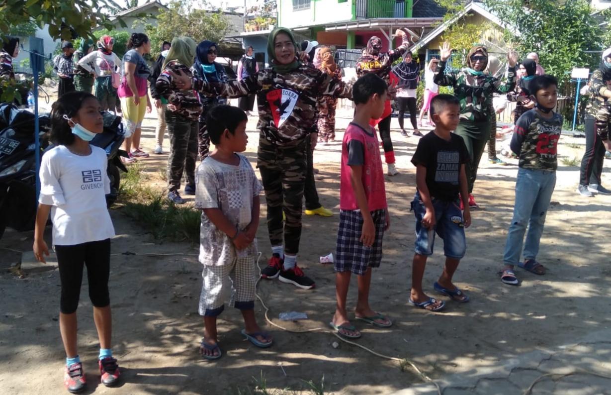 Anak-anak Hingga Lansia Semangat Senam Bersama Wanita KB FKPPI Babel - Radar Bahtera
